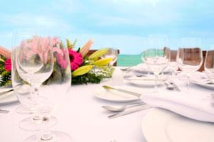 Cómo decorar y combinar los colores en las mesas para un evento