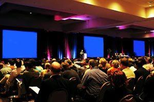 Detalles a tener en cuenta en la planificación de un evento con oradores