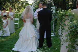 La decoración en la boda religiosa: el uso de las flores
