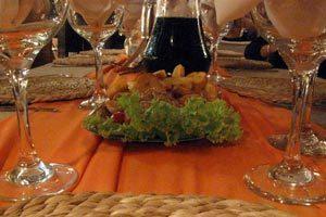 Características y detalles para organizar un aperitivo. Diferencias con el cóctel o recepción.