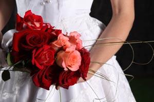 Conoce cuáles son las funciones de las madrinas en las bodas y cuáles no.