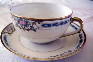 ¿Qué protocolo seguir en una reunión para tomar el té?