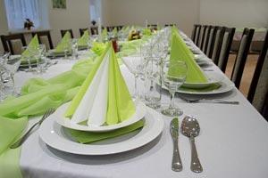 Algunos tipos de mesas que se puden utilizar en un evento