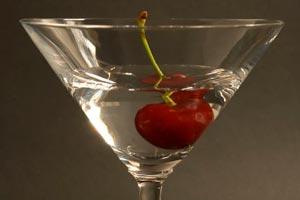 Tipos de bebidas, copas y opciones para incluir en un evento