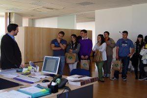 Cómo organizar una visita guiada para conocer el trabajo de una fábrica o institución